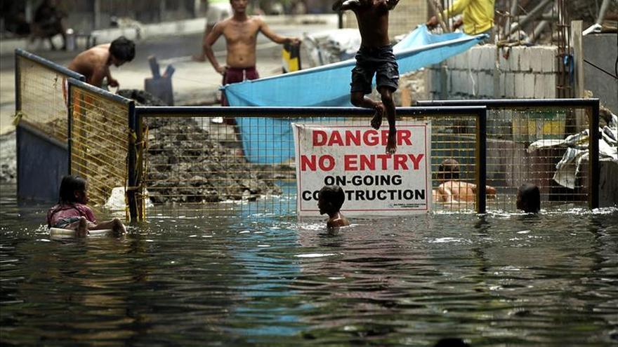Al menos dos muertos y 3.800 evacuados en Filipinas por el tifón Noul