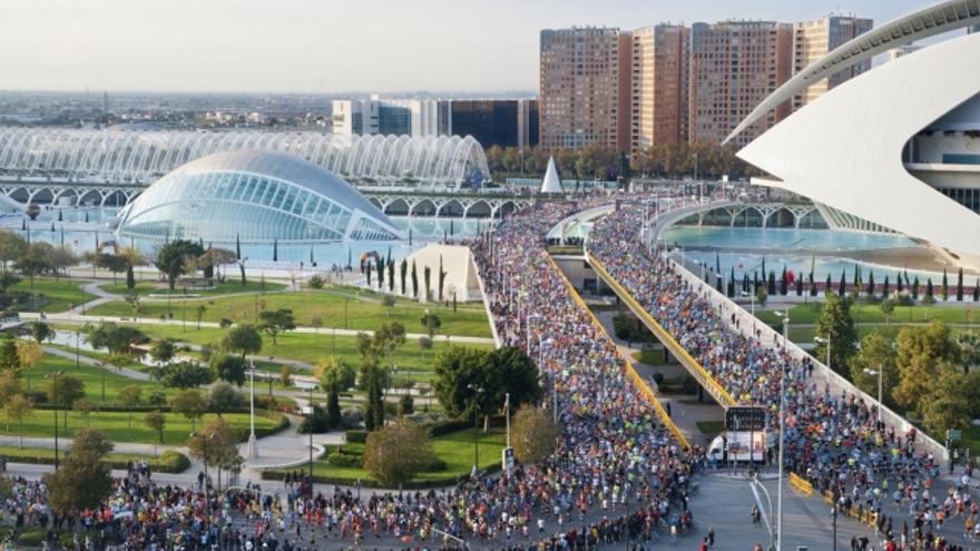 25.000 corredores han recorrido este domingo las calles de Valencia