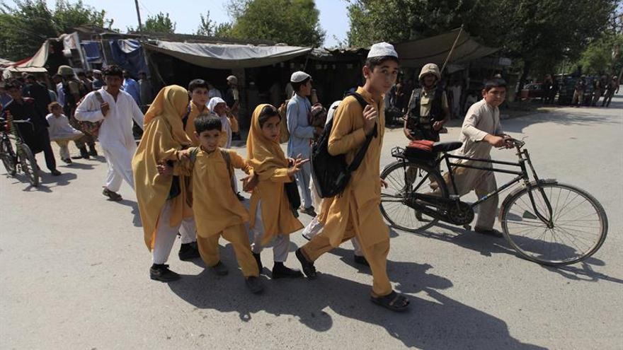 25 millones niños paquistaníes sin escuela por la insurgencia islamista