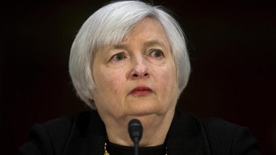 Yellen defiende mantener bajos los tipos de interés en cartas a senadores