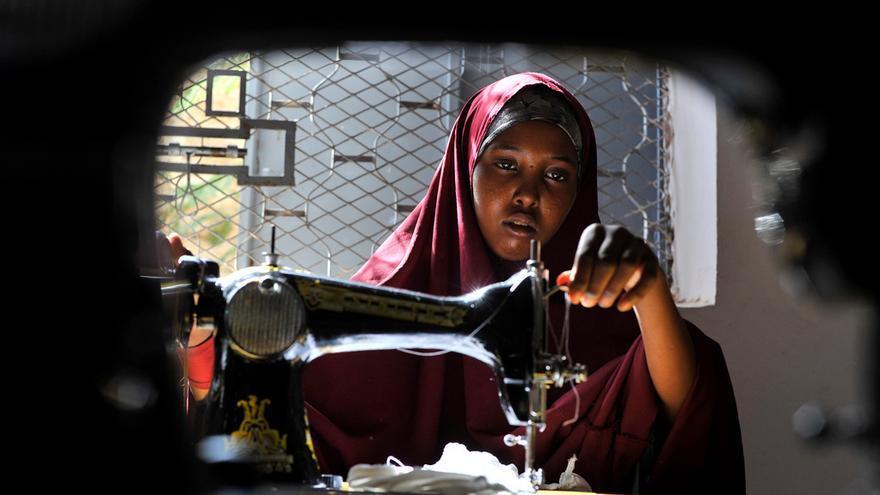 Foto: ACNUR - Somalia, Galkayo. Actividades de formación y generación de ingresos para mujeres desplazadas víctimas de la violencia de género.