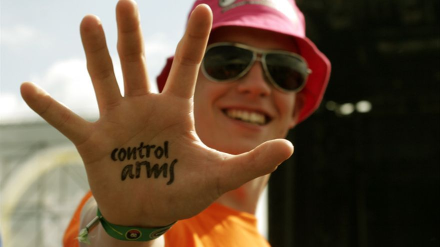 Campaña Armas Bajo Control. Petición Un millón de rostros. 5 junio 2006. © AI/ Joyce Vlaming