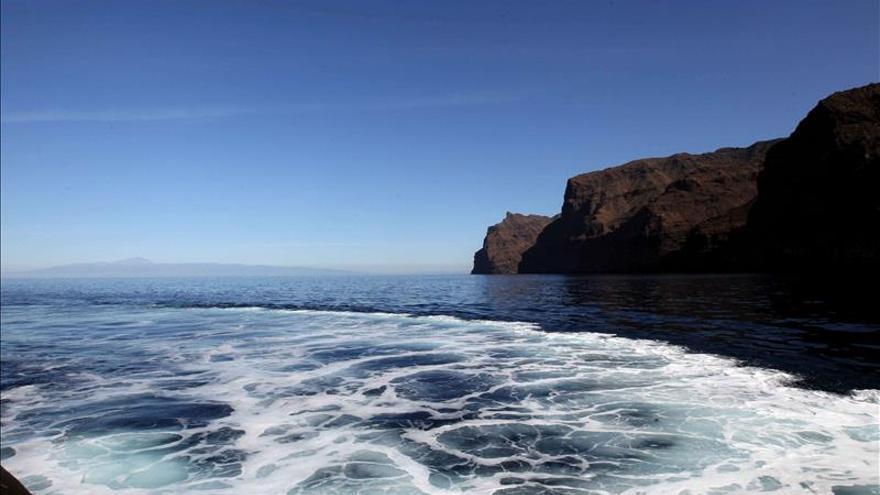 Cuatro semanas pendientes de 1.400 toneladas de fuel que tienen en vilo a Canarias
