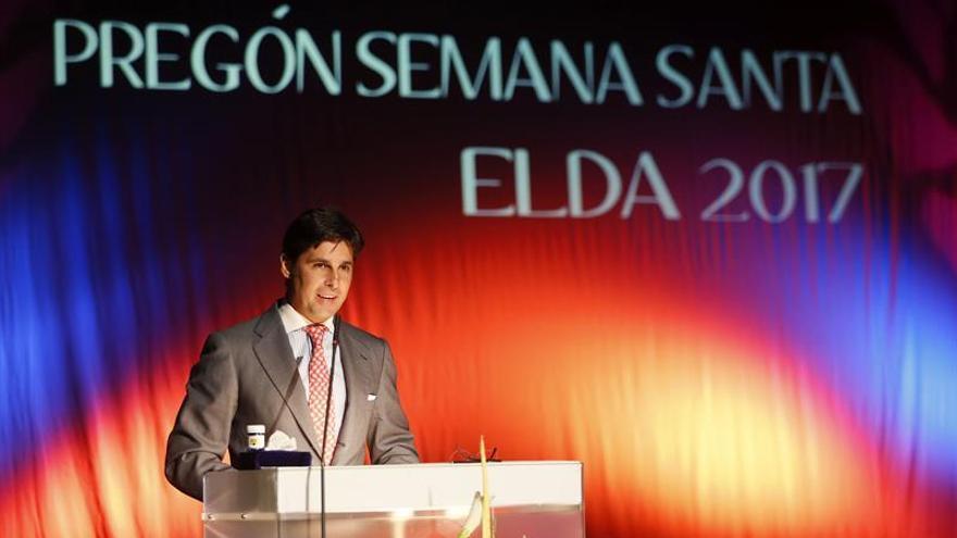 Fran Rivera pronuncia el pregón de Elda entre protestas de los antitaurinos