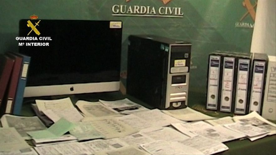 Documentos incautados por la Guardia Civil
