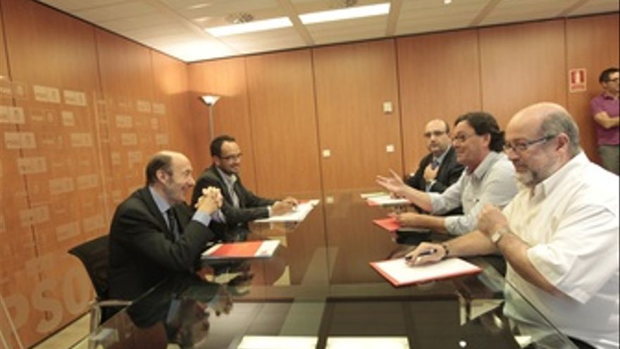 Rubalcaba se reúne con sindicatos de funcionarios