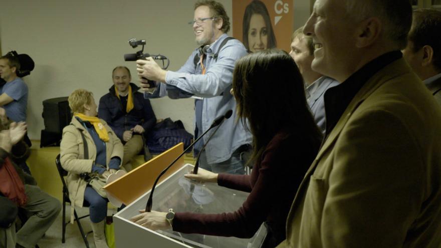 Gerardo Olivares rodando en la sede barcelonesa de Ciudadanos