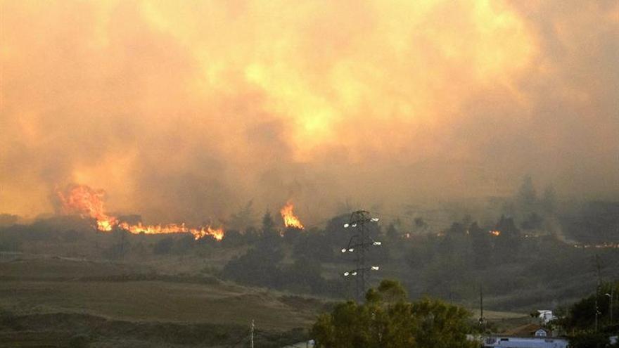 Cientos de evacuados por incendio en Gran Canaria y 1.000 hectáreas quemadas
