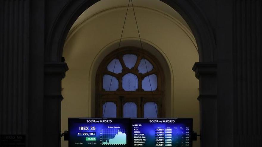 La Bolsa española baja el 0,75 por ciento a mediodía por recogida de beneficios y Corea