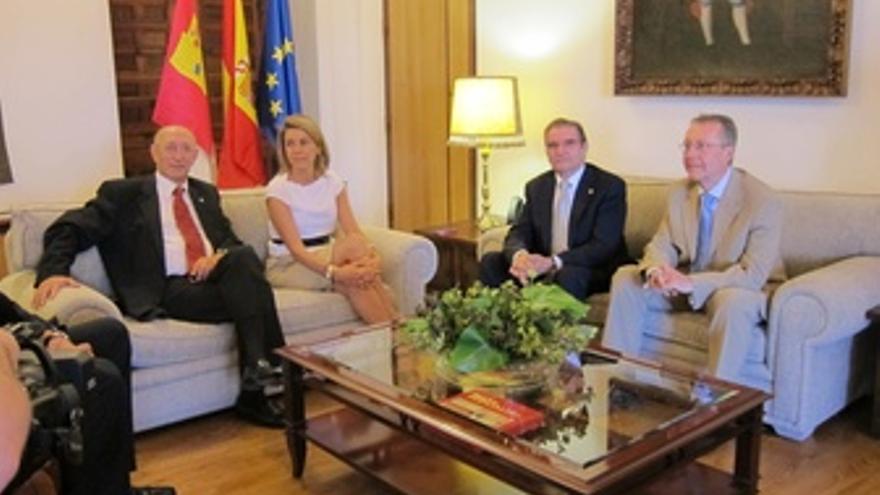 Reunión Entre Dirigentes De Caja Rural Y La Presidenta De Castilla-La Mancha