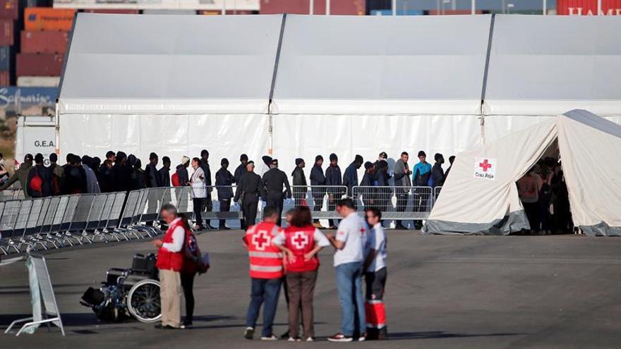 Acaba el desembarco de los 106 inmigrantes del Aquarius
