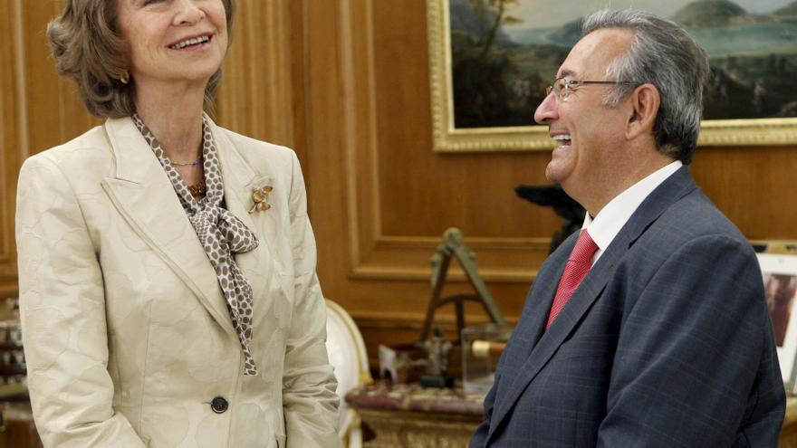 La reina recibe al fotógrafo de Efe Hernández de León tras su última cobertura