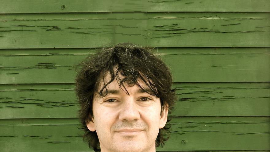 El escritor Rodrigo Muñoz Avia