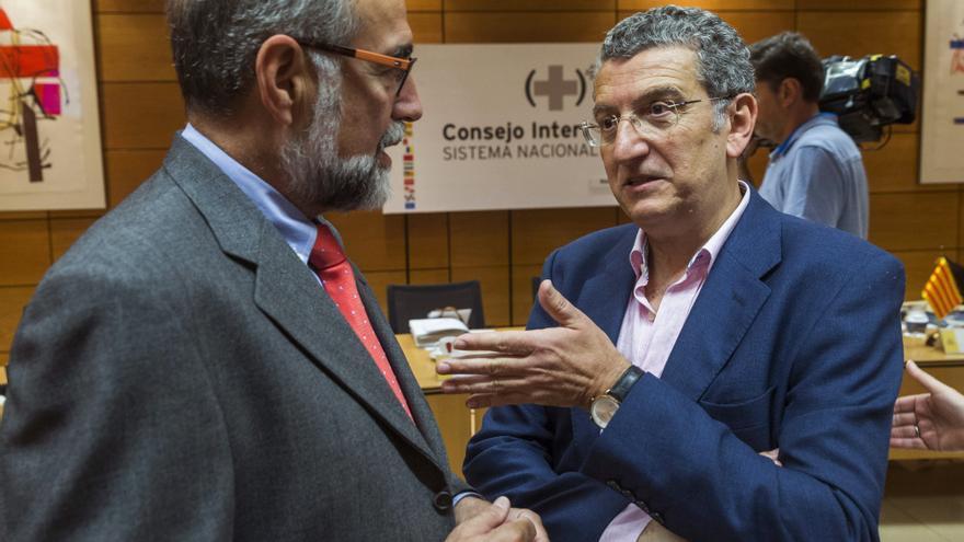 A la derecha el consejero de Sanidad, Sebastián Celaya. Foto: Gobierno de Aragón