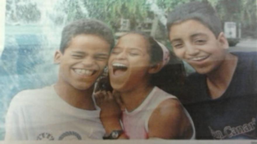 Moulay, con camiseta negra, en un periódico gallego en 2005, cuando pasó unos meses en España