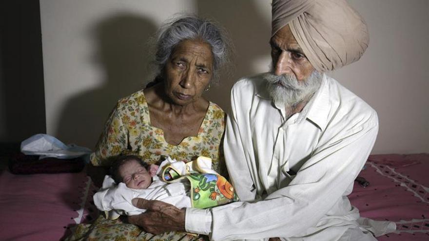 Ancianas que dan a luz en India, entre milagro científico y conflicto ético