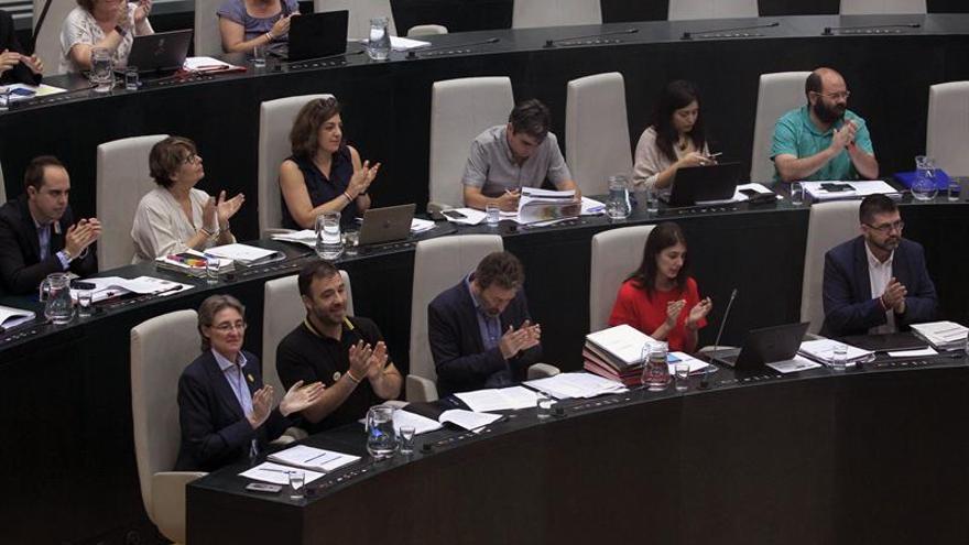 Los concejales de Ahora Madrid en el pleno del Ayuntamiento de Madrid.