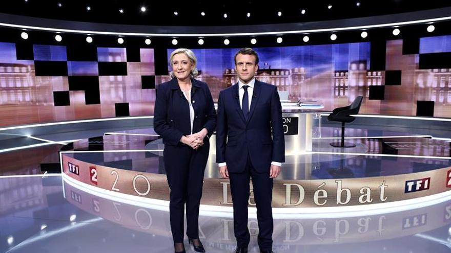 """Le Pen: """"Francia será dirigida por una mujer, yo o Merkel"""""""