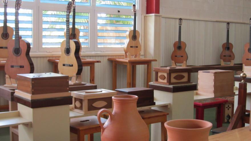 Cerámica y luthería en Della Robia.