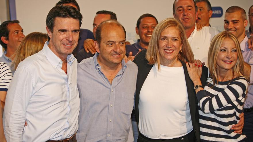 José Manuel Soria, Juan José Cardona, Mercedes Roldós y Australia Navarro en el mitin celebrado en Infecar (ALEJANDRO RAMOS)