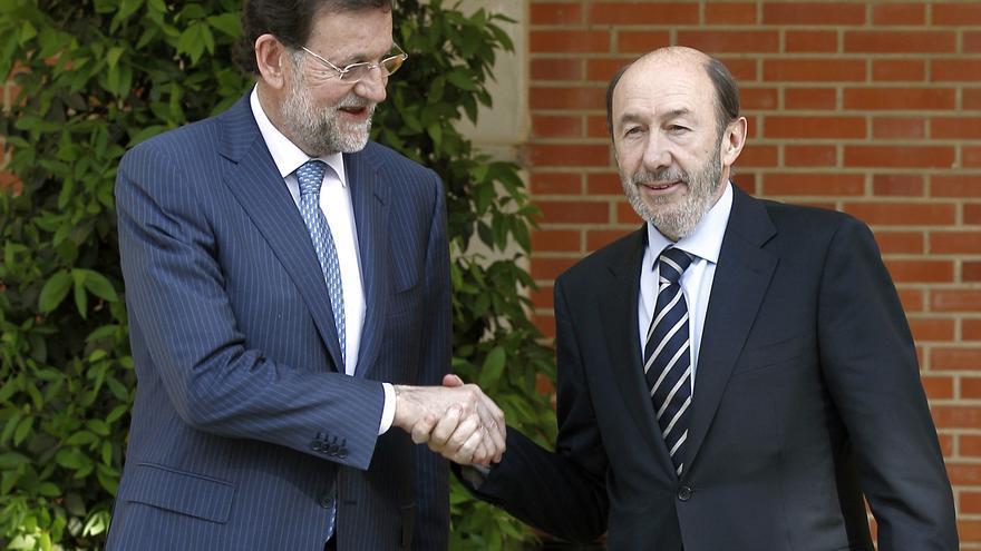 El PP cae 8,7 puntos desde el 20N y el PSOE se estanca, según el CIS