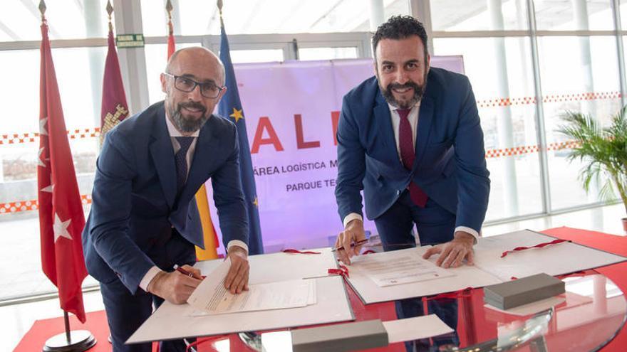 Imágenes del acto de firma del protocolo de colaboración entre los Ayuntamientos de Meco y Azuqueca