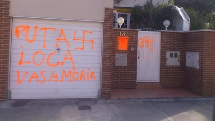 Pintada en el garaje del domicilio de Gema Carretero, hija de un sindicalista de UGT asesinado por el régimen franquista en 1965.