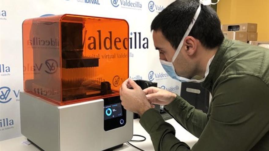Trabajador del Hospital Virtual Valdecilla (HvV). | LARA REVILLA