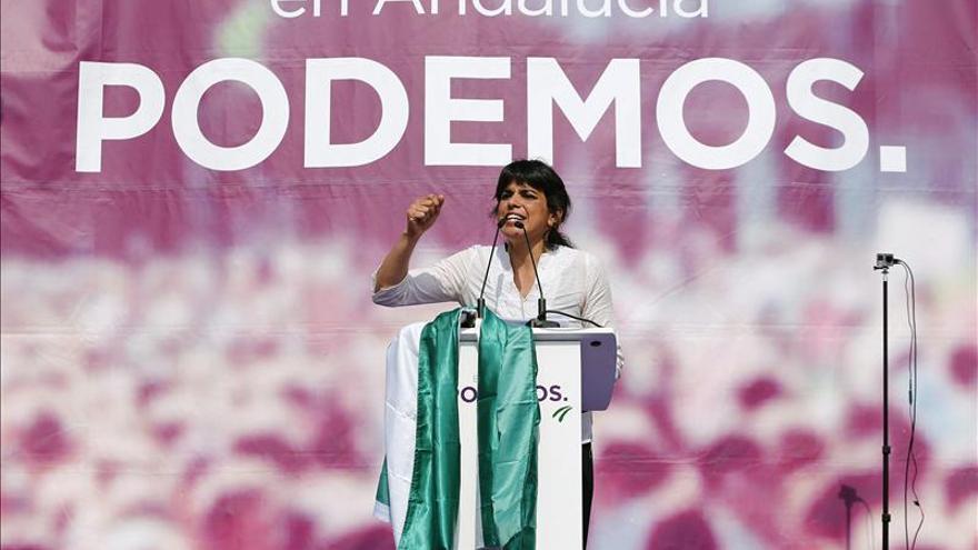Podemos acusa a PP y PSOE de ponerse de acuerdo para mantener los privilegios