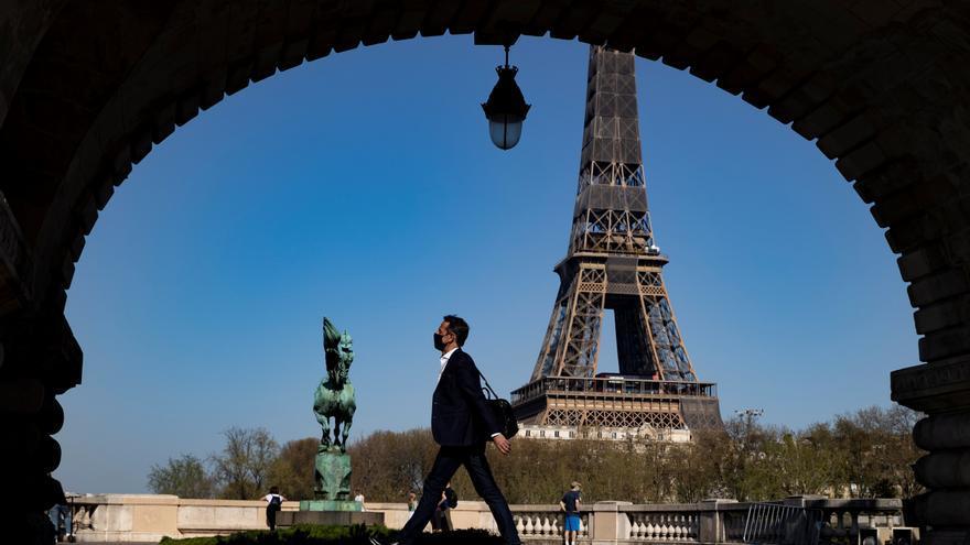 Macron pone a toda Francia en confinamiento
