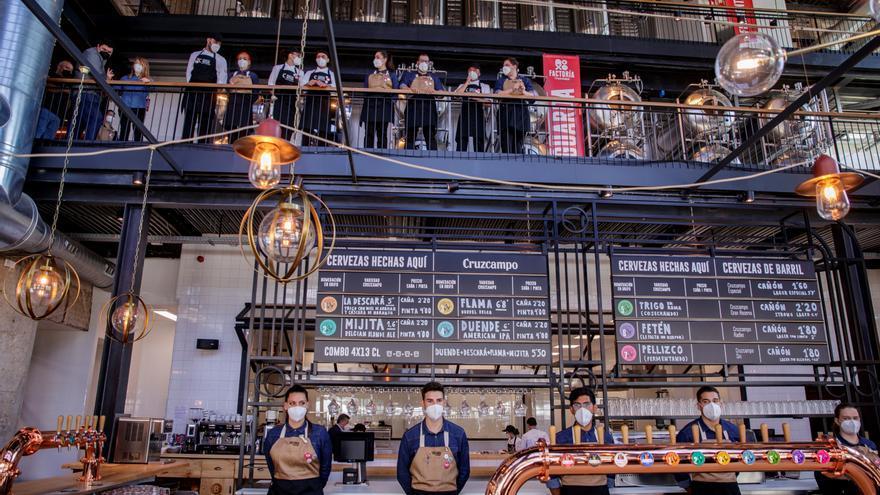 La Factoría Cruzcampo arranca como experiencia cervecera y escuela de jóvenes