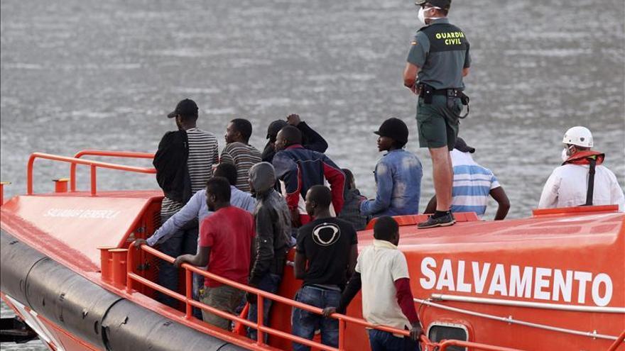 Localizados 4 de los inmigrantes llegados en patera a un playa de Almería