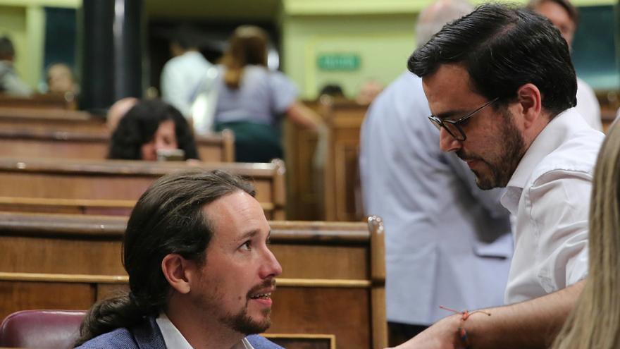 Pablo Iglesias junto al líder de IU, Alberto Garzón, durante la moción de censura.