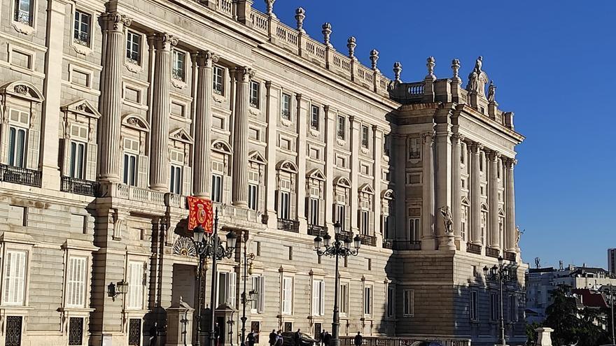 Fachada del Palacio Real, en Madrid, donde se celebra el homenaje de Estado a las víctimas del coronavirus.