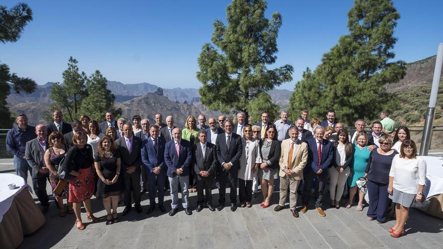 Encuentro con los representantes electos del Cabildo y de los municipios de Artenara, Tejeda, Agaete y Gáldar para la firma de la 'Declaración Risco Caído'