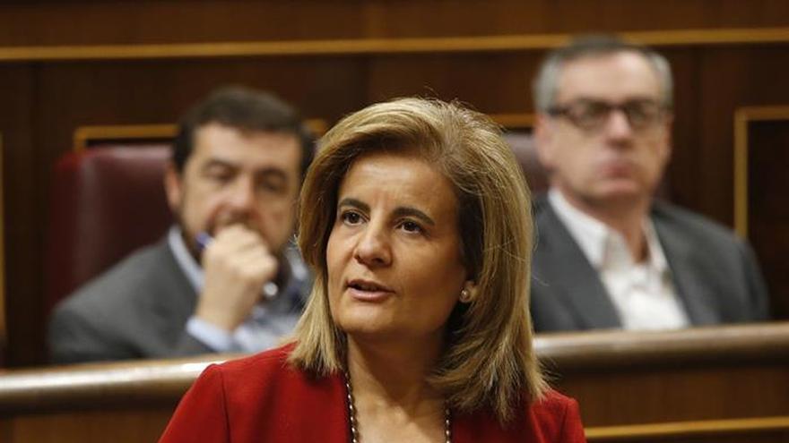 """Báñez: El Gobierno está dispuesto a """"mejorar"""" el marco laboral con consenso"""
