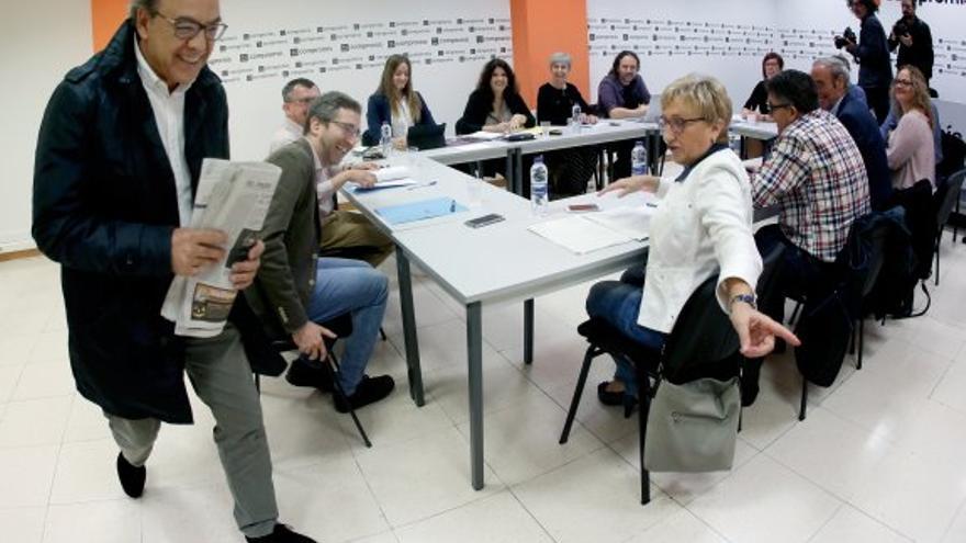 El socialista Manolo Mata arriba a la comissió de seguiment del pacte del Botànic