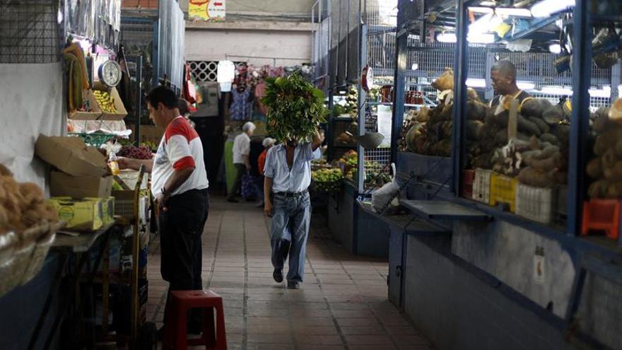 El FMI prevé una inflación de casi 14.000 % en Venezuela y una caída del PIB del 15%