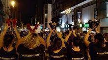 """""""Ni una más"""": el centro de Zaragoza se tiñe de violeta contra la violencia machista"""