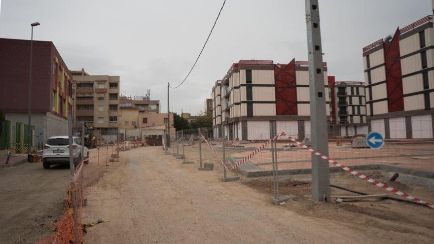 Pisos sin terminar de construir tras el terremoto de Lorca en el barrio de San Fernando/ CARLOS TRENOR