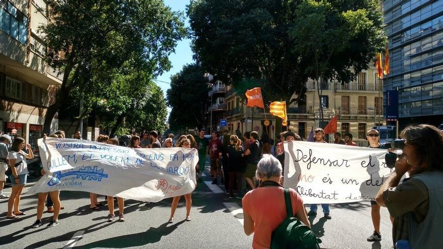Los Mossos detienen a dos militantes más de Arran por su acción contra el PP catalán