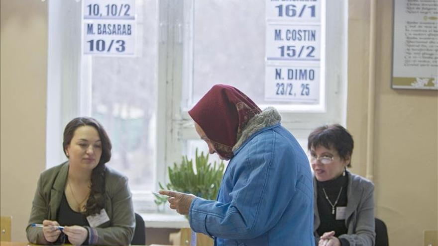 Abren los colegios electorales en Moldavia