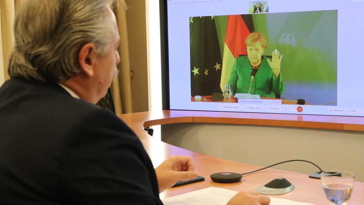 Fernández le comentó a Merkel sobre el avance del plan de vacunación en la Argentina.