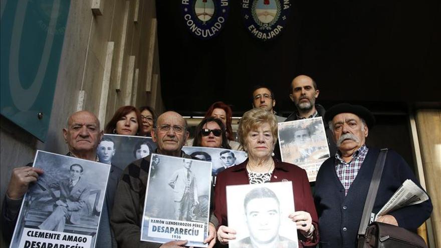 Asturianos entregan al Consulado argentino denuncias por represión en el franquismo