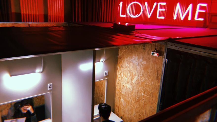 Una de las salas de 'Macho Man', la instalación sobre violencia machisma de Àlex Rigola