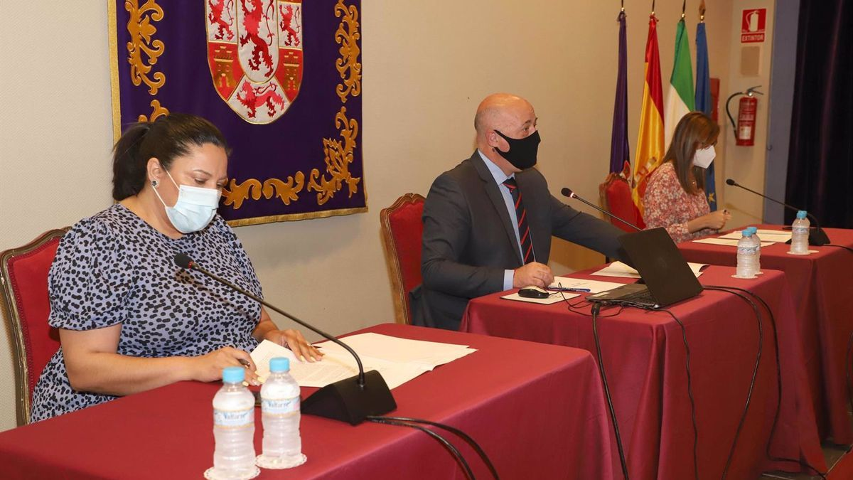 El presidente de la Diputación de Córdoba, Antonio Ruiz, preside el Pleno de la institución provincial correspodiente al mes de mayo.