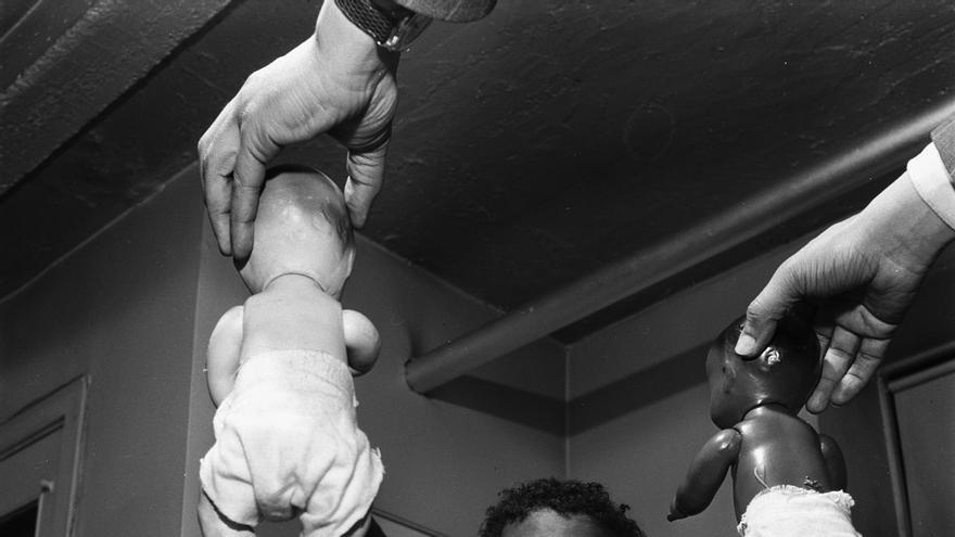 'Test de los muñecos', un experimento llevado a cabo en 1947 en EEUU para comprobar cómo el racismo influía en las decisiones de los niños