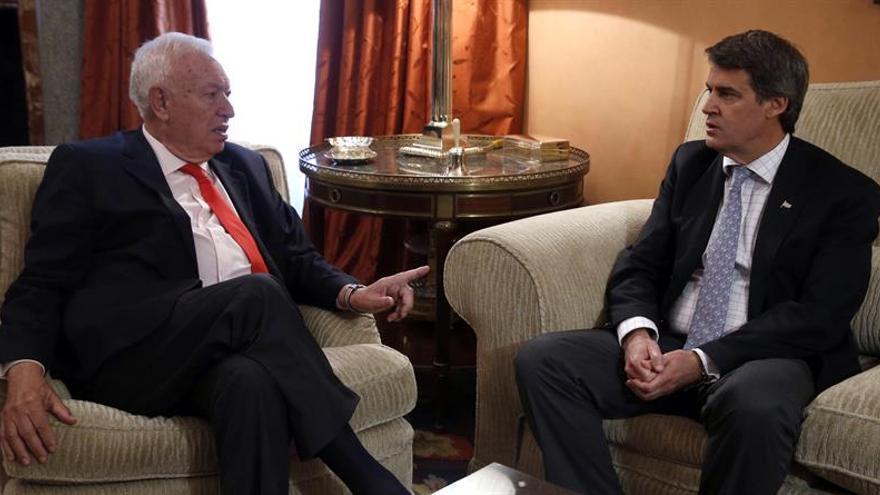 Margallo dice no entender a qué singularidades de Cataluña se refiere el PSOE
