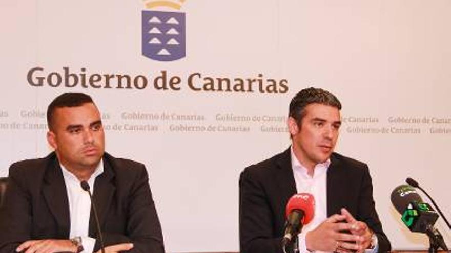El viceconsejero del Sector Primario, Abel Morales, y el consejero de Agricultura, Ganadería, Pesca y Aguas del Gobierno de Canarias, Narvay Quintero.