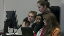 Un grupo de mujeres participa en un programa para reducir la brecha de género / Foto: U.S. Mission Geneva - Eric Bridiers